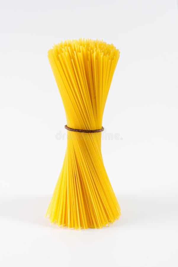 Pasta gialla asciutta degli spaghetti fotografia stock