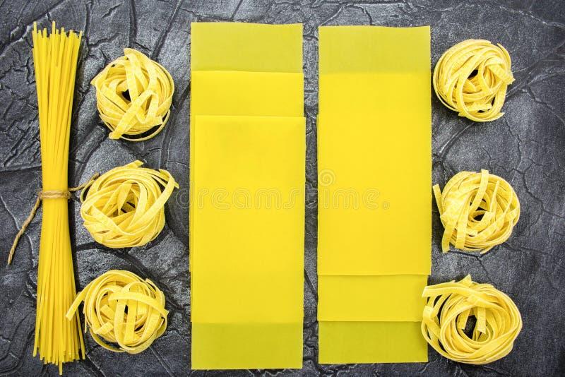 Pasta i sortimentnärbild pasta av olika former arkivfoton