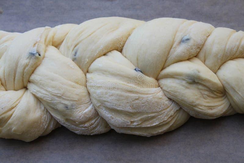 Pasta intrecciata fresca del panino del lievito immagini stock