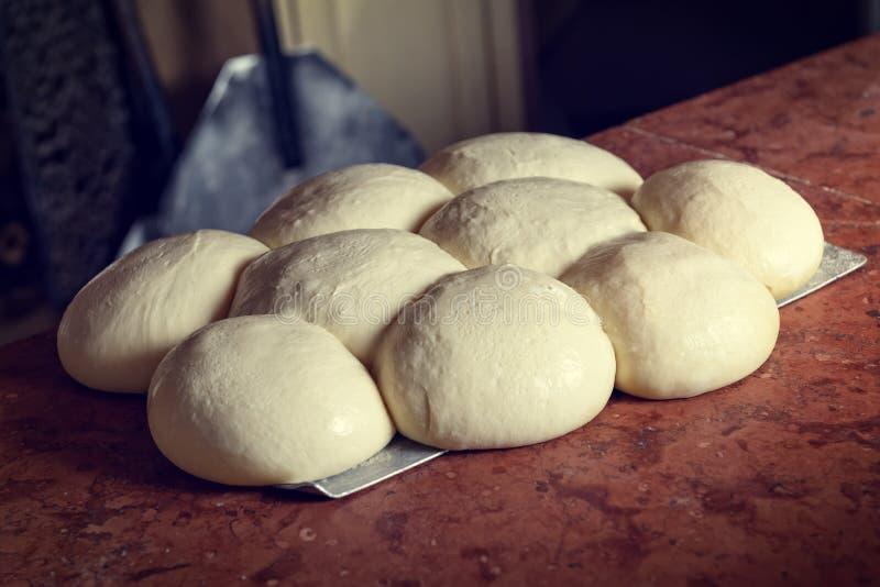 Pasta italiana fresca de la pizza imágenes de archivo libres de regalías