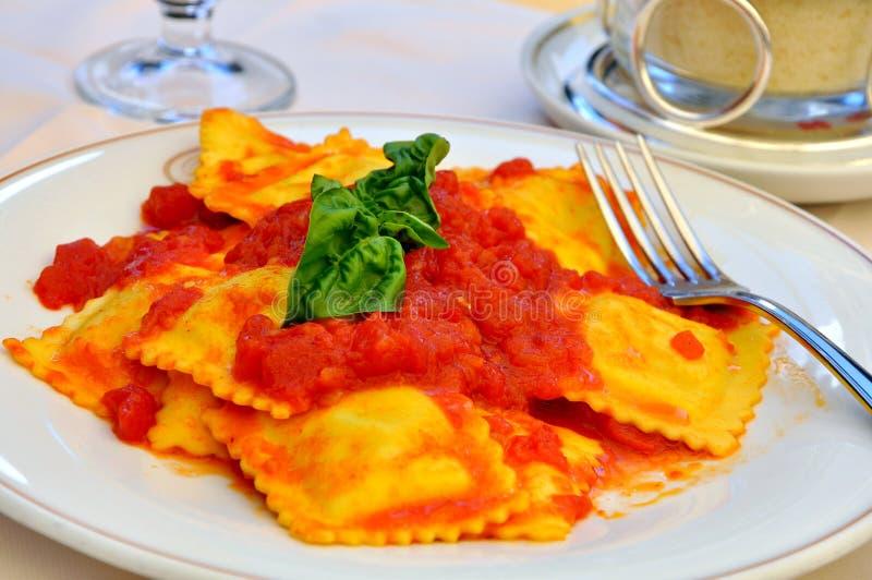 Pasta italiana: ravioli fotografia stock