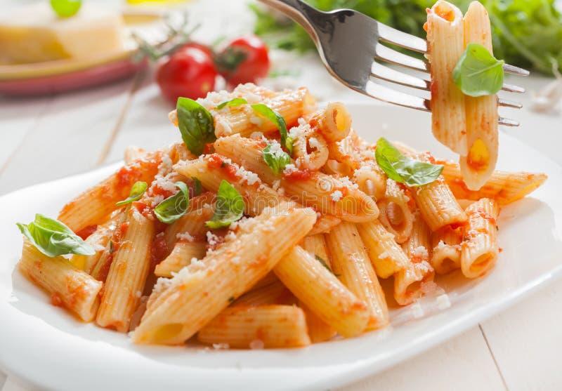 Pasta italiana saporita deliziosa del rigate del penne immagine stock
