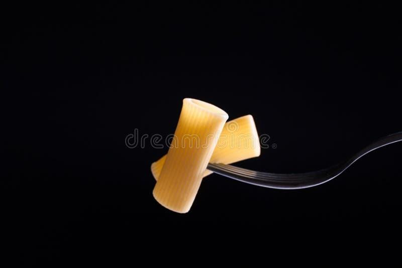 Pasta italiana sulla forcella fotografia stock