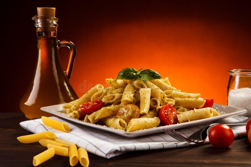 Pasta med meat och ost fotografering för bildbyråer