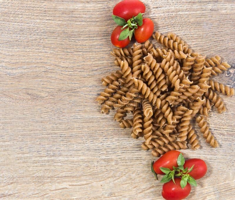 Pasta med tomater royaltyfria bilder