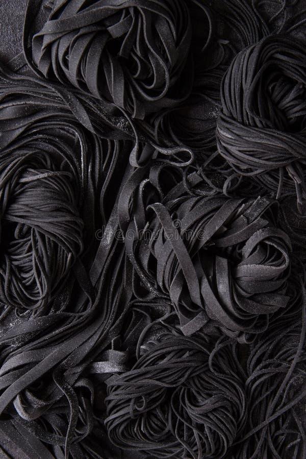 Pasta nera cruda fresca fotografia stock libera da diritti