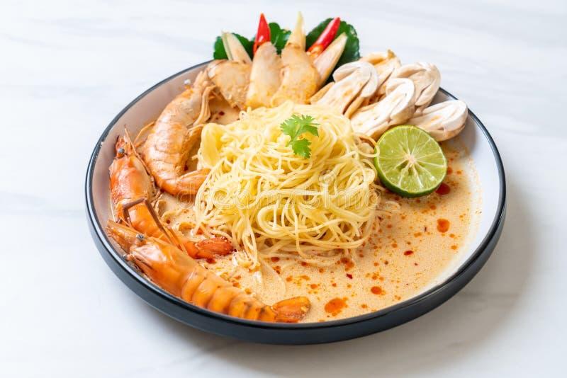 pasta piccante degli spaghetti dei gamberetti (Tom Yum Goong fotografia stock