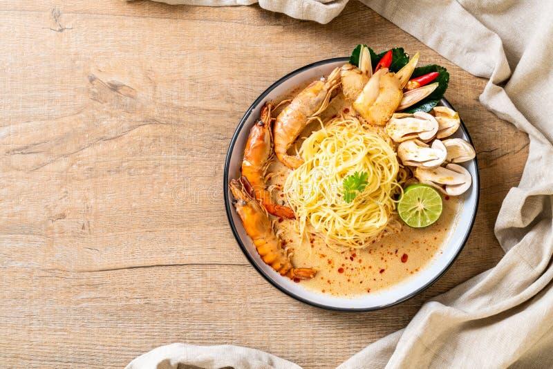 pasta piccante degli spaghetti dei gamberetti (Tom Yum Goong fotografie stock libere da diritti