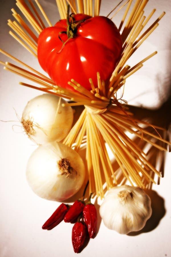 Pasta, pomodoro e peperoni immagini stock libere da diritti