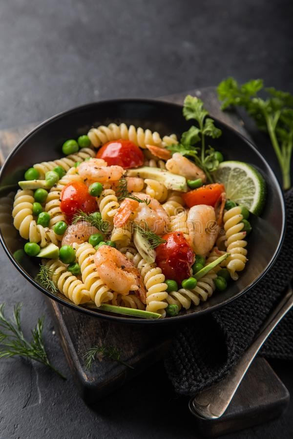 Free Pasta Salad With Avocado, Shrimps, Tomato And Grean Peas Royalty Free Stock Photography - 109070307