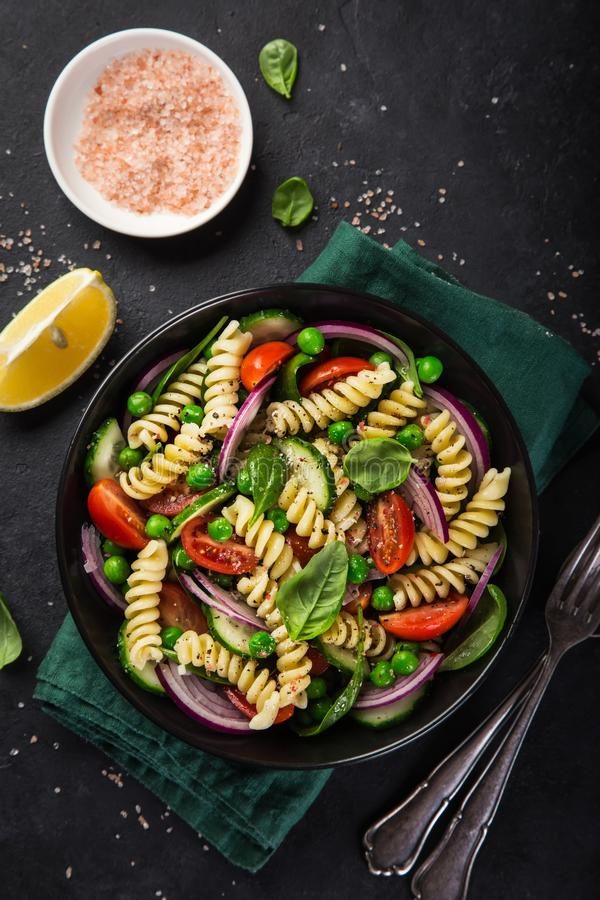 Free Pasta Salad With Tomato, Cucumber, Spinach And Grean Peas Stock Photography - 105306782
