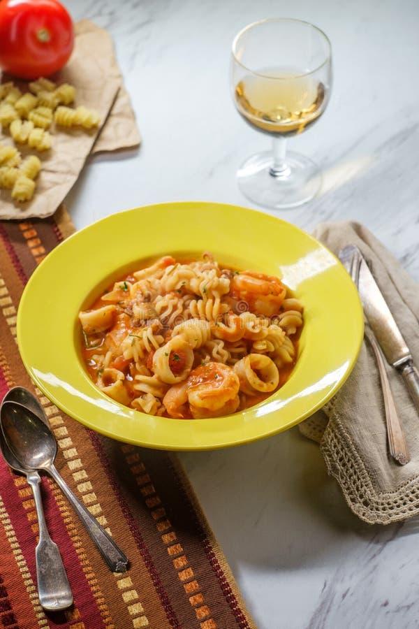 Pasta Sherry Sauce di Radiatori fotografia stock