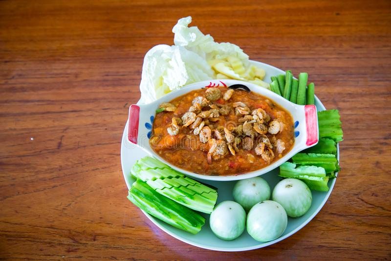 Pasta tailandesa do pimentão, NAM PRIK LUNG REI na bandeja, alimento do bufete para o alimento asiático quente do convidado do ca fotos de stock