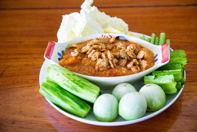 Pasta tailandesa do pimentão, NAM PRIK LUNG REI na bandeja, alimento do bufete para o alimento asiático quente do convidado do ca fotografia de stock