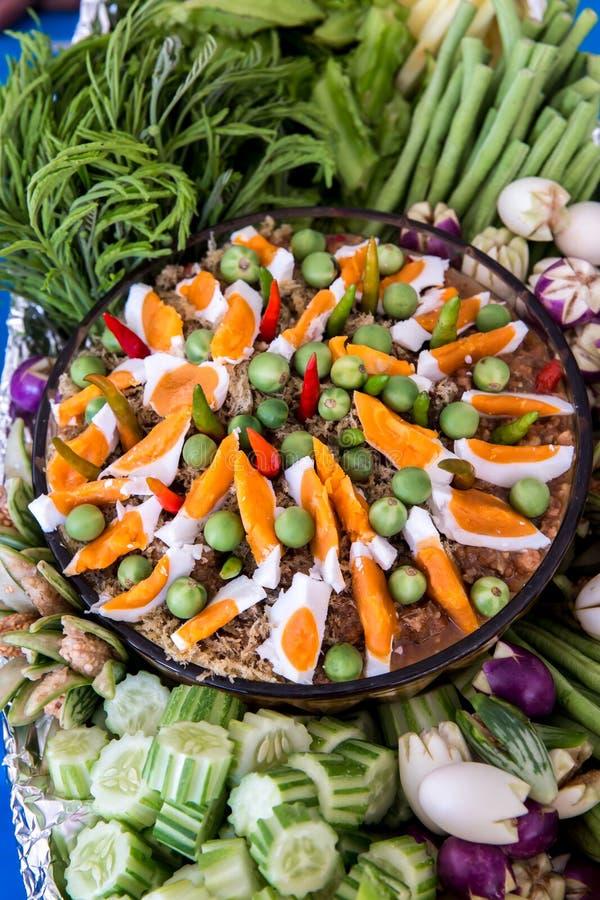 Pasta tailandesa do pimentão, NAM PRIK LUNG REI na bandeja, alimento do bufete para o alimento asiático quente do convidado do ca fotografia de stock royalty free