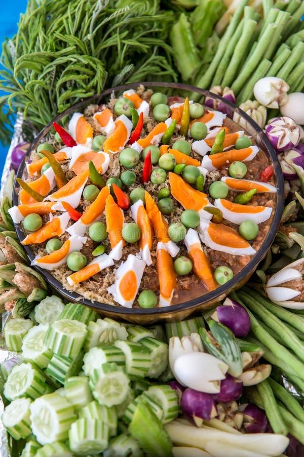 Pasta tailandesa do pimentão, NAM PRIK LUNG REI na bandeja, alimento do bufete para o alimento asiático quente do convidado do ca imagens de stock royalty free
