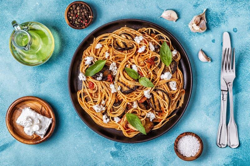 Pastaalla Norma - traditionell italiensk mat royaltyfria bilder