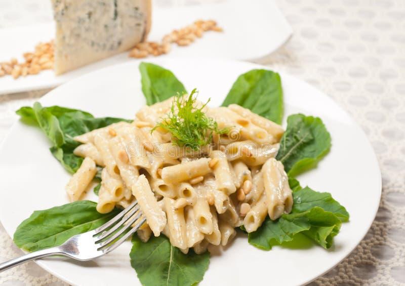 pastapenne gorgonzola för 3949393 italienare och sörjer muttrar royaltyfria foton