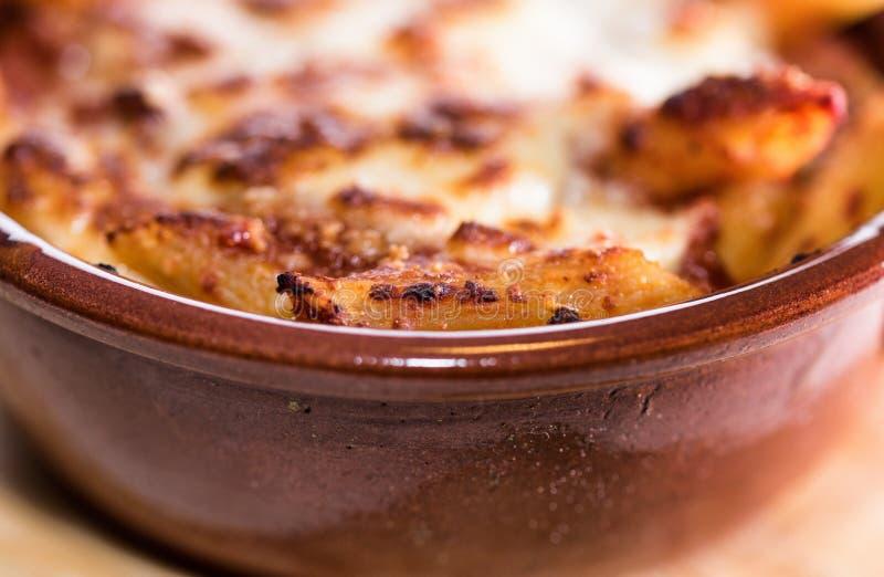 Pastas cocidas cacerola imagenes de archivo
