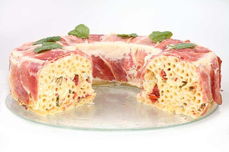 Pastas cocidas con el prosciutto imagenes de archivo