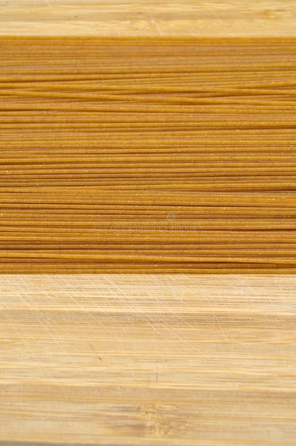 Pastas coloreadas oro crudo fresco del palillo Cultura, comida imagen de archivo