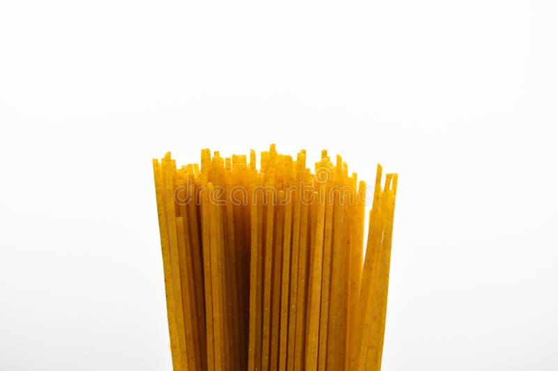 Pastas coloreadas oro crudo fresco del palillo fotografía de archivo