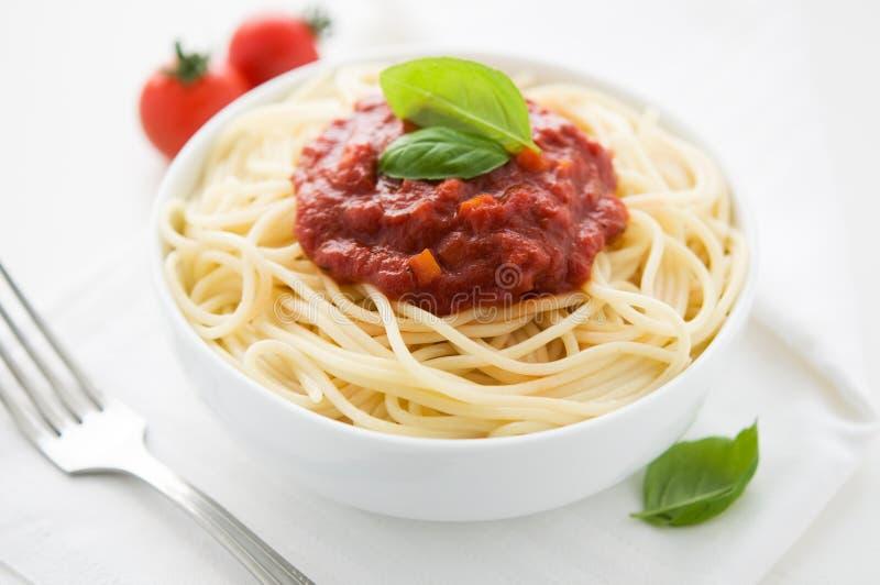 Pastas con la salsa de tomate foto de archivo