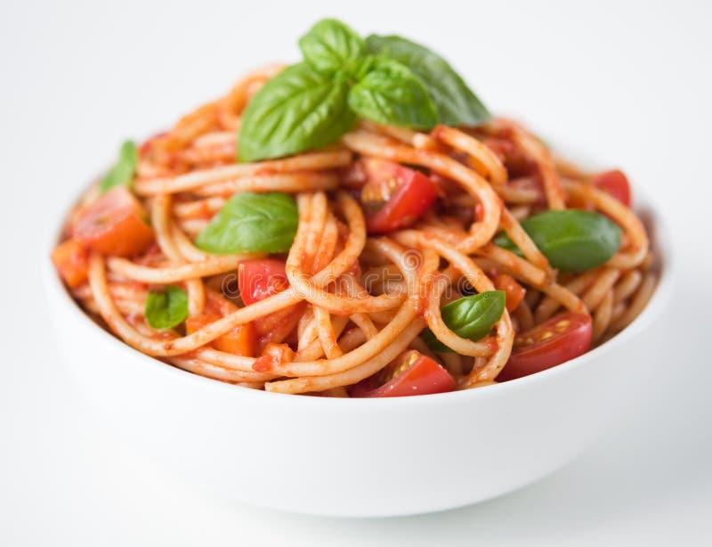 Pastas con la salsa y los tomates de tomate imágenes de archivo libres de regalías