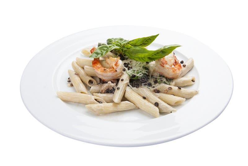 Pastas con las lentejas y los camarones Plato italiano tradicional imagenes de archivo