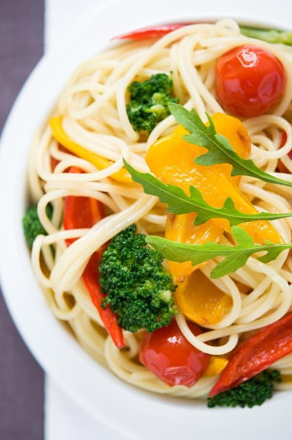 Pastas con las verduras coloridas fotografía de archivo libre de regalías