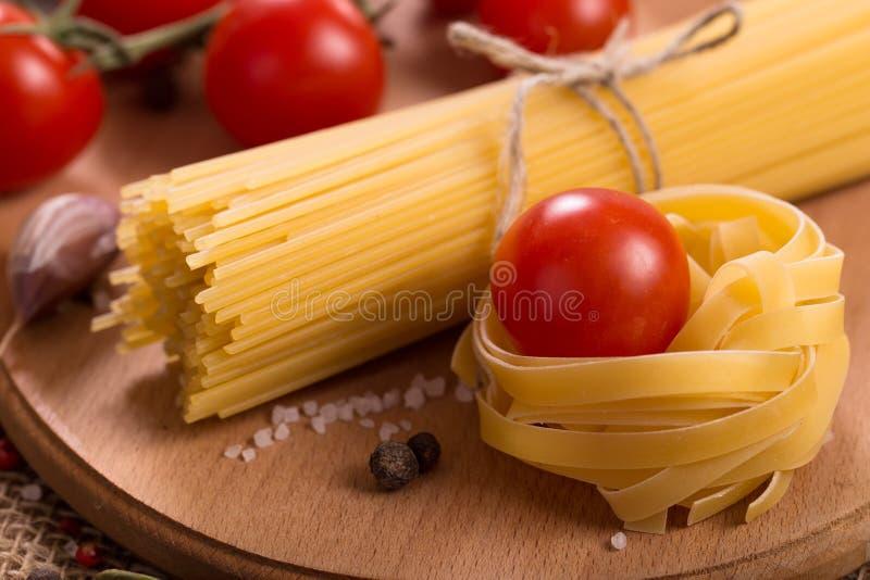 Pastas con los tomates imagen de archivo libre de regalías