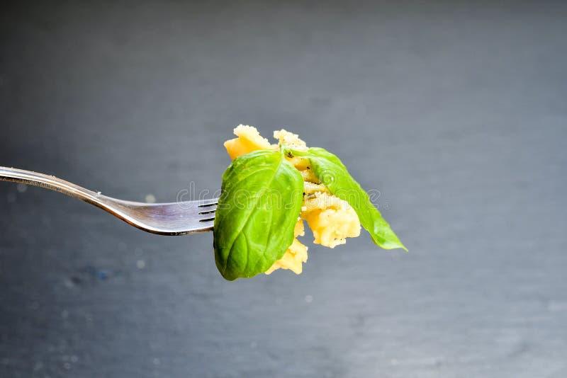 Pastas de Fusilli en la bifurcación imagen de archivo libre de regalías