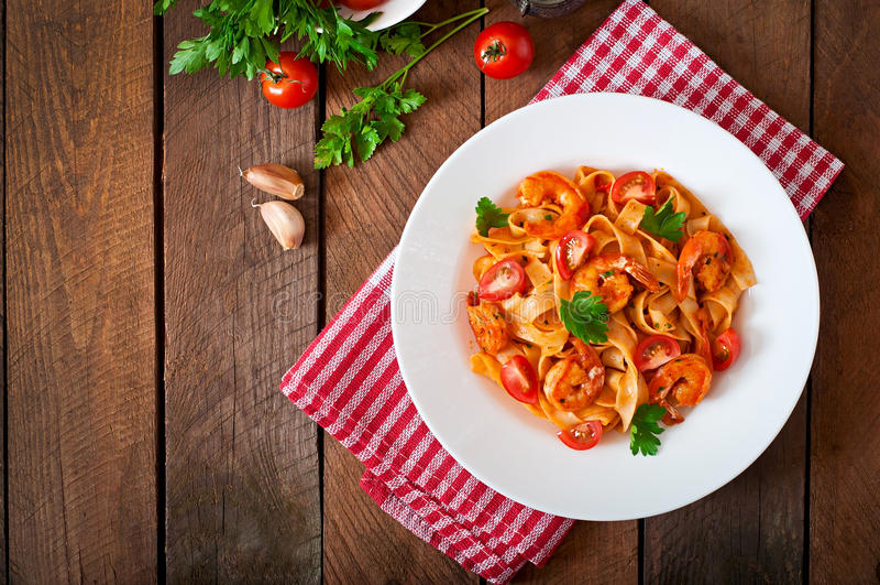 Pastas del Fettuccine con el camarón imágenes de archivo libres de regalías