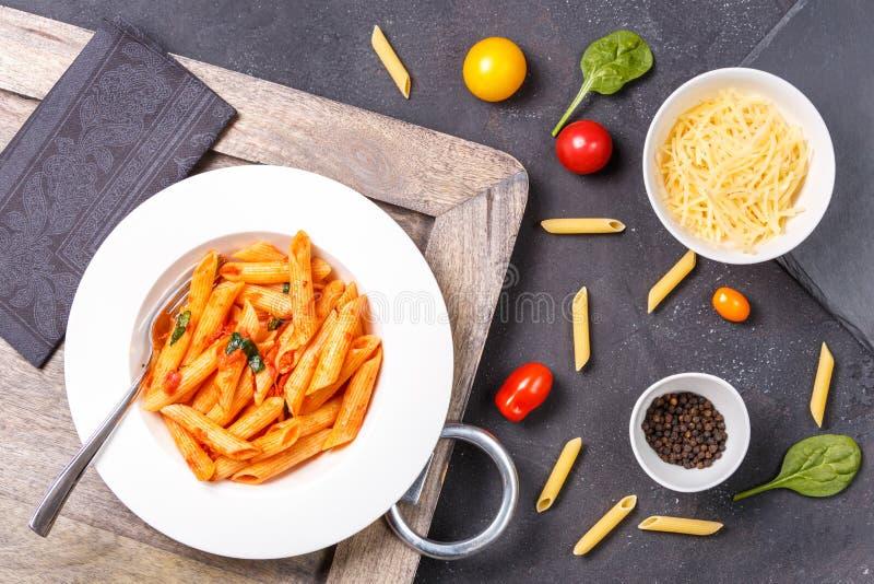 Pastas e ingredientes libres del gluten para cocinar Consumición sana co fotografía de archivo