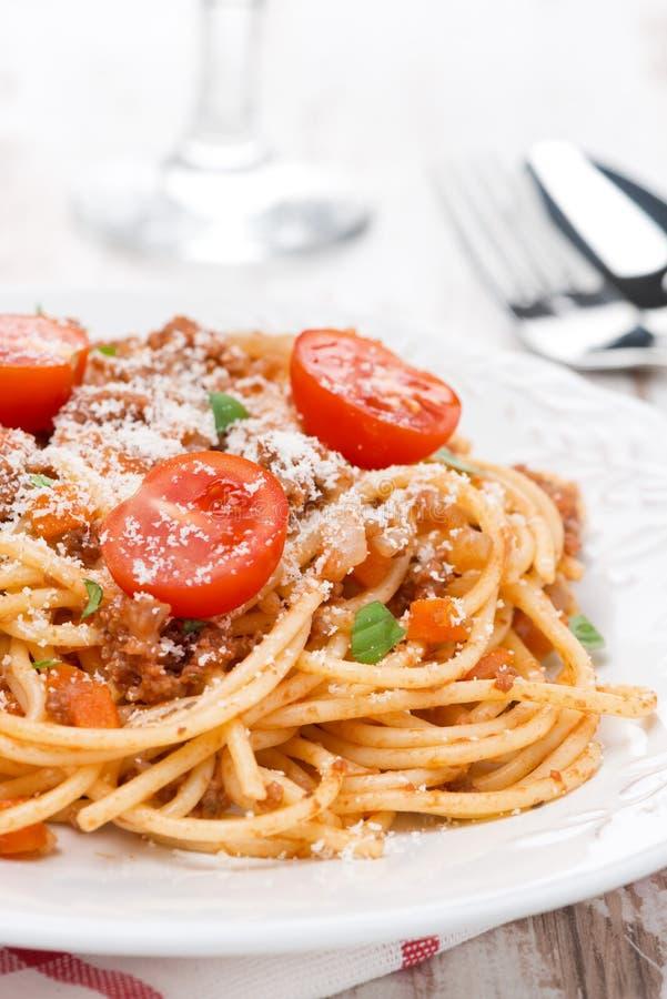 Pastas italianas - espagueti boloñés en una placa fotografía de archivo libre de regalías