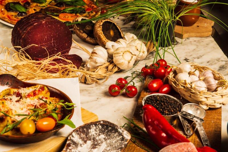 Pastas, Parma y ajo fotografía de archivo libre de regalías