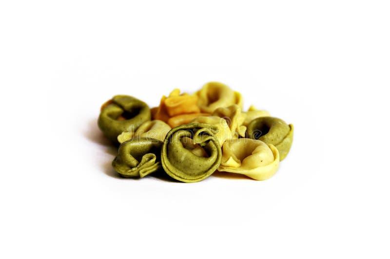 Pastas tradicionales del Tortellini del trigo integral de 3 colores fotografía de archivo libre de regalías