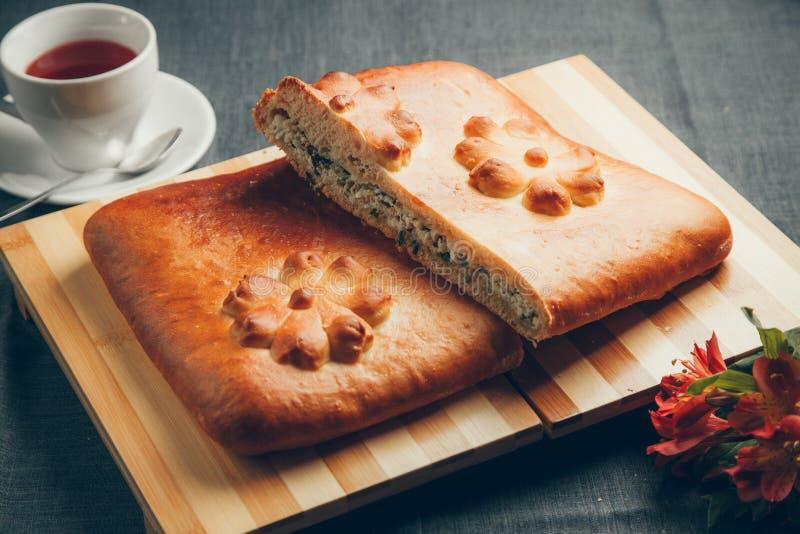 Pastei met ei en ui stock afbeeldingen