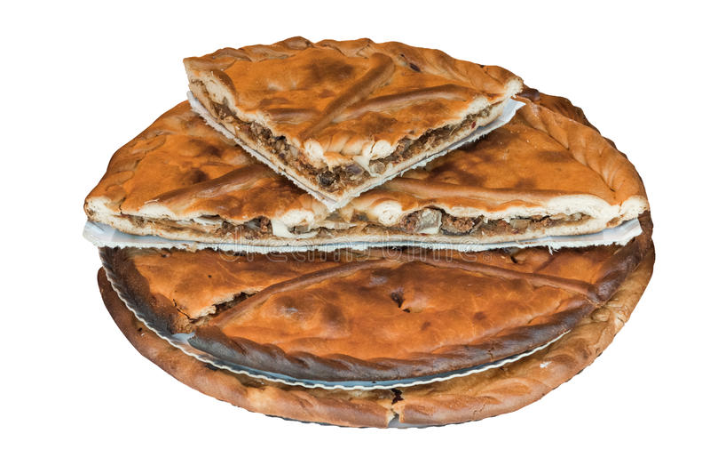 Pastei met kip op witte achtergrond wordt geïsoleerd die stock foto