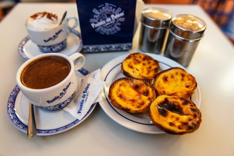 Pasteis de nata, pouls portugaises typiques d'oeufs image libre de droits
