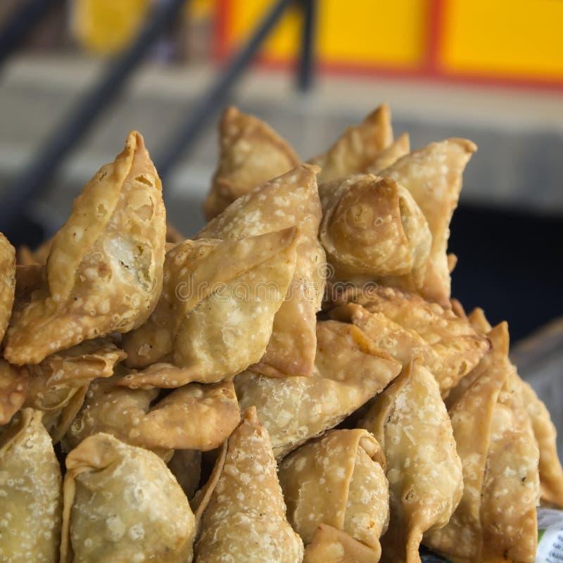 Pasteisamosas, straatvoedsel in Katmandu royalty-vrije stock fotografie