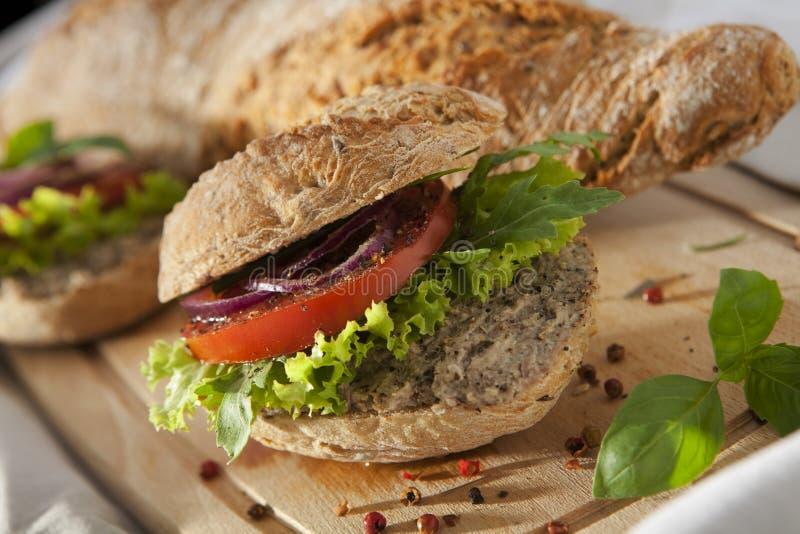 Pasteisandwich op Scherp Bureau. stock afbeelding
