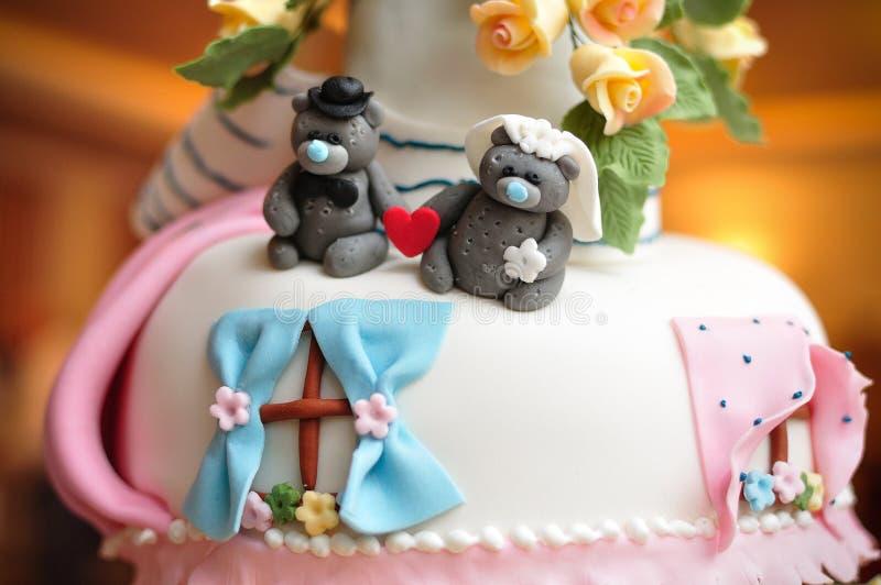 Pastel de bodas con los osos imagenes de archivo