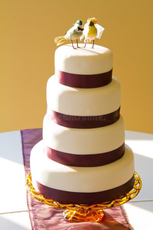 Pastel de bodas del pájaro foto de archivo