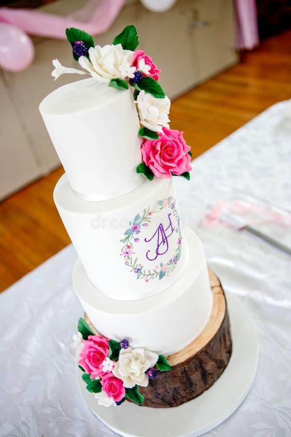 Pastel de bodas y decoración fotografía de archivo