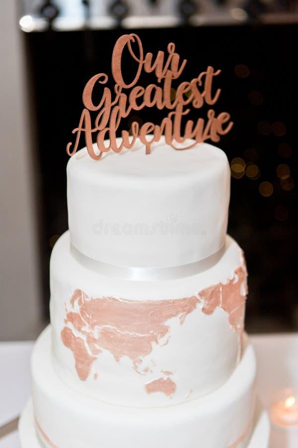 Pastel de bodas y decoración foto de archivo libre de regalías