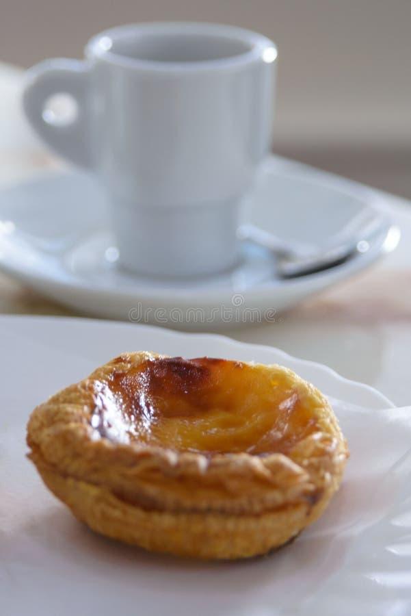 Pastel de Nata PASTEIS DE NATA - los pasteles portugueses populares famosos tradicionales imagenes de archivo