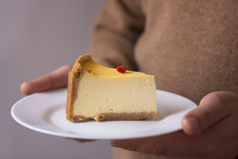 Pastel de queso anaranjado de la Navidad con mascarpone Receta tradicional de la torta del invierno del pastel de queso festivo d imagenes de archivo