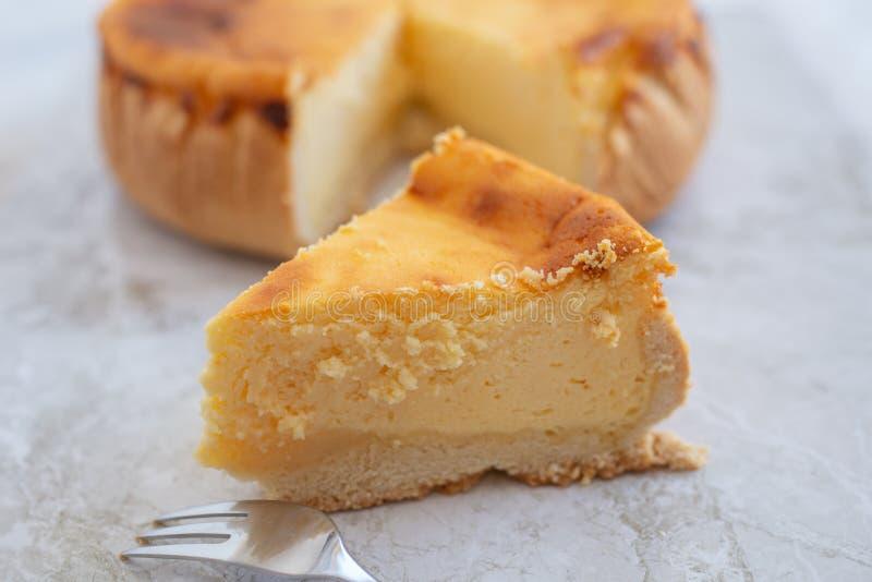 Pastel de queso clásico cocido fresco de Nueva York fotografía de archivo