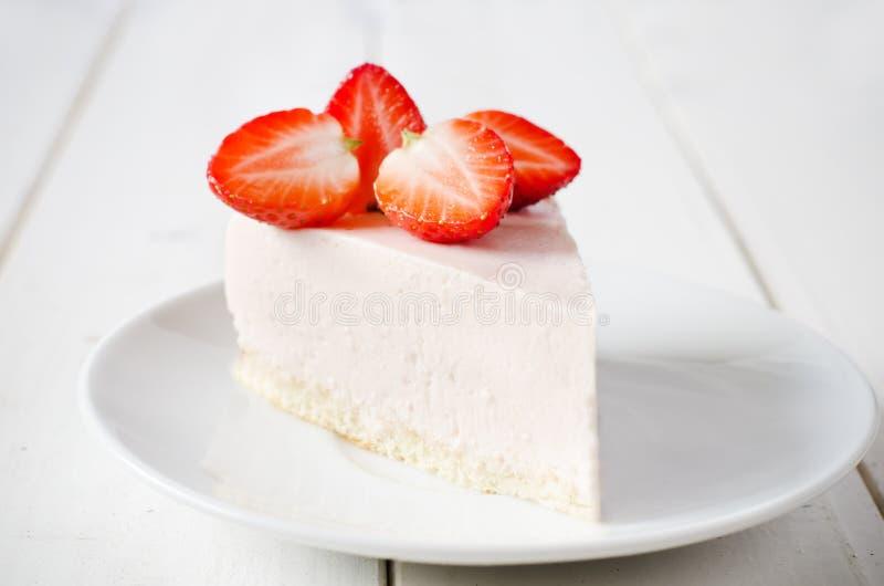 Pastel de queso con la fresa fotos de archivo libres de regalías
